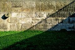 jnowak64 (jnowak64) Tags: poland polska malopolska cracow krakow krakoff bulwarywislane mur architektura lato mik