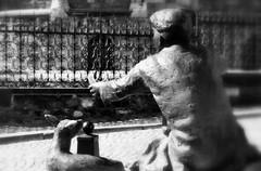 _give away (SpitMcGee) Tags: hff giveaway verschenken happyfencefriday skulptur maastricht netherland niederlande spitmcgee