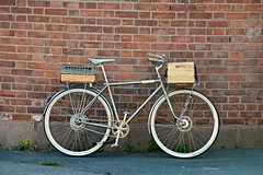 Creme Cycles E-Caferacer (Disjo) Tags: creme bicycle sram brooks wood crate ebike pedelec disc classic ematic brake electric bike schwalbe tan cambrium fender grip single speed