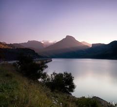 premires lueurs (flo73400) Tags: lac lake roselend savoie france montagne alpes mountain paysage landscape le longexposure poselongue