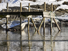 Waiting for the summer (Vidar Ringstad,Skedsmo) Tags: shadow sun white snow seascape cold reflection ice sol nature berg sunshine oslo norway pilar canon easter eos grey mirror boat norge is spring google dock rocks europa europe flickr stones natur norwegen rope images 7d fjord tau scandinavia pske bt oslofjord oslofjorden sn bygdy vr huk steiner speil gr solskinn skygge skandinavia speilbilde kaldt hvit svaberg naturepic woodendock naturbilde trebrygge pilarer vidarringstad