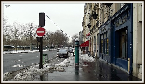 Sens interdit avec fil / One-way street with wire - Paris