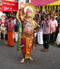 Maharaja  Welcomes  You to Kerala, Gods Own Country.. (-Reji) Tags: canon airport kerala september procession citycentre flowerarrangement onam trivandrum maharaja kottayam g9 pookalam chingam floraldecoration athapookalam september09 onamfestival canong9 kkroad thirvonam lovelycam