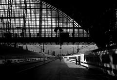 Conductor (gambajo) Tags: light white black ice train germany deutschland cologne technik köln orte nordrheinwestfalen züge fahrzeuge bahnhöfe bauwerke phonar phonarnation