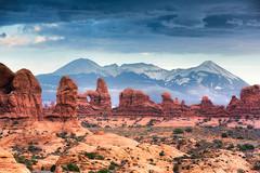 Contrast (Eddie 11uisma) Tags: park mountain southwest la utah arches national american moab eddie sal lluisma