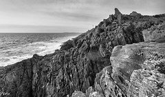 Costa abrupta (Perurena) Tags: sea costa coast mar rocks pontevedra rocas cangas riadevigo oceanoatlantico morrazo