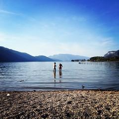 baignade-mi-avril-plage-aix-les-bains (Aix-les-Bains Tourisme) Tags: alpes lac savoie plage aix lacdubourget aixlesbains baignade rhonealpes lacalpin lacbourget
