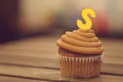 S (Fajer Alajmi) Tags: wood caramel cupcake letter