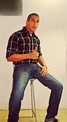 En el banquillo (AVENTURA615) Tags: hombre sexyman bulge bulto jeans autoretrato gullo