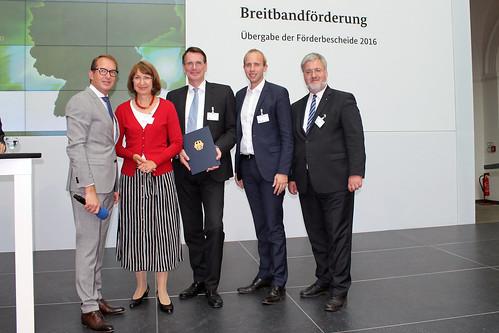 1,7 Millionen Euro für den Breitbandausbau im Ammerland - hier nehme ich den Förderbescheid im Bundesverkehrsministerium an.