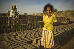 (Kals Pics) Tags: kids parents family brickfactory happiness smile lightandlife lightandshadow villagelife ruralindia villagepeople rurallife indianvillages ruralpeople cwc chennaiweelendclickers roi rootsofindia life people morning sunrise sunlight thirumazhisai thiruvallur incredibleindia kalspics tamilnadu india