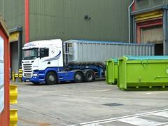 P1090343 (smith.rodney74) Tags: hxz7021 walkway barriers rollonskip manholecover tyretracks greenskip aluminium