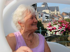 'met Marie-Louiske in de gidsfiets...' (mechelenblogt_jan) Tags: mechelen fonteinbrug marielouisewindels gidsfiets olvoverdedijlekerk dijle