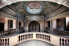 Fora dos limites | Under the rotunda (James Kerwin Photographic) Tags: 5ds canon art commercial images norfolk norwich photography derelict abandoned chapel church ceiling symmetry exploration hall portugal portugese rotunda architecture lisbon porto algarve pixels 5dsr
