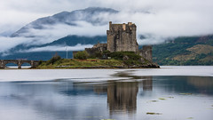 Eilean Donan Castle 16x9 (swissgoldeneagle) Tags: schottland vereinigteskoenigreich grossbritannien eileandonancastle unitedkingdom reflections vereinigtesknigreich spiegelung spiegelungen reflection greatbritain 16x9 d750 scotland gb