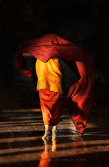 _MG_7120-le-19_04_2016_wat-thail-wattanaram-mae-sot-thailande-christophe.cochez-r (christophe cochez) Tags: burmes burma birmanie birman myanmar thailand thailande maesot myawadyy monk bonze novice religion watthailwattanaram travel voyage bouddhisme buddhism portrait