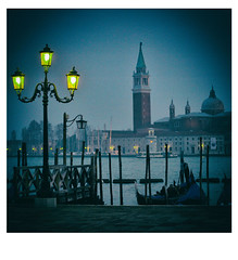Venedig 191 (fotohama) Tags: venedig venice italien italy vaporetto vaporettostation sanpolo sancroce sanmarco ponterialo rialtobrcke canalgrande outdoor boobs architektur gebude hamacher gangelt bw sw