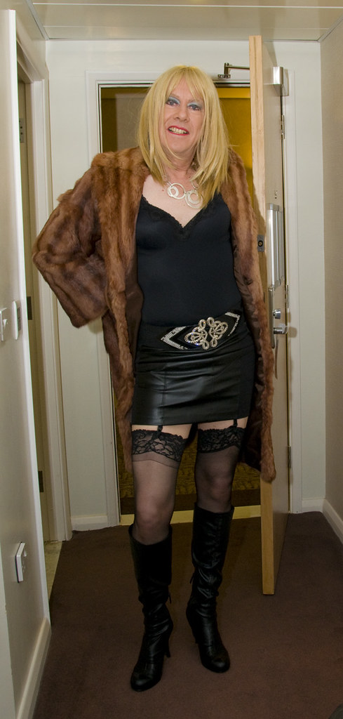 excellent escort crossdresser in nylons