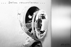 beim renovieren 1 (peter pirker) Tags: light bw house canon austria licht sterreich haus krnten carinthia kabel cabel stecker schwarzweis seeboden peterfoto eos550d peterpirker homerenovieren