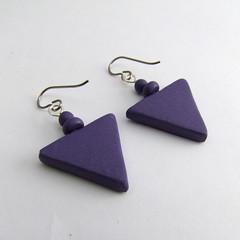 Mokume triangle down (back) (Fulgorine) Tags: pink triangle purple earring polymerclay bead mokumegane