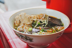 Bún bò Huế- Vietnamese spicy beef noodle soup (Mykit) Tags: food breakfast beef delicious noodle goodmorning vietnamesecuisine huế spicybeefnoodlesoup