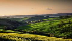 Giallo e verde (Massimo Feliziani) Tags: italy verde primavera 35mm landscape spring italia alba 14 campagna giallo fujifilm turismo fujinon viaggio marche paesaggio colline rurale xe1 coltivazioni marchigiana collibna