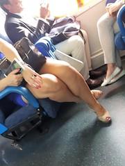 Cosa sono realmente le gambe lo sapevano bene in epoca vittoriana quando, con opportuna pudicizia, coprivano anche quelle delle sedie. (Massimo Fini) (Aellevì) Tags: gambeaccavallate decolté smalto treno train pudore minigonna legs copri chiudi nascondi
