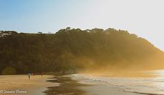 Running on the beach (Pereira Jonatas) Tags: praia beach sol areia corrida cu azul morro verde