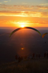 DSC_1725 (justinecharrel) Tags: sunset coucher de soleil auvergne france puydedome volcan montagne nature landscape paysage colors orange red blue sky clouds sun parapente parasailing nikon nikond3200 out