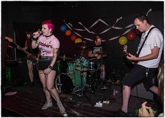 Macho Boys, Black Water Bar, Portland, OR, 8-28-2016 (convertido) Tags: government flu united void dipper honey hunny macho boys the stops black water bar portland oregon washington warsaw poland us tour nw 2016 august punk hardcore hc live show music white concertphotography seattle