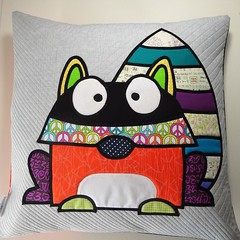 159_Racoon (PiecedByPeace) Tags: piecedbypeace english quilter quilt quilting quilts quilted fabric colourful colorful patchwork modern handmade modernquilt fabricart colorfulquilt colourfulquilt germany quiltsingermany quilteringermany deutschland quiltingindeutschland pillow quiltedpillow homefurnishing modernthrowpillow handmadepillow uniquesofapillow modernretroquilt uniquecushioncover uniquepillowcover appliquepillow