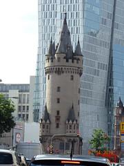 Eschenheimer Turm (Yvonne IA) Tags: germany frankfurt eschenheimer turm gate tower citygate eschenheimertor eschenheimerturm tor