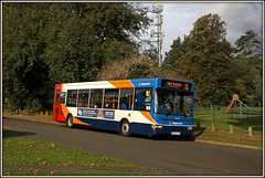 35174, Daneholme Avenue (Jason 87030) Tags: daneholmeavenue daventry northants northamptonshire autumn autumnal stagecoach dennis dart longbuckby 11 route park slide roadside light 35174 kx56kgz