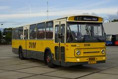 Den Oudsten - Leyland DVM 1698 in de TCR stalling van Waalwijk 08-09-2016 (marcelwijers) Tags: den oudsten leyland dvm 1698 de tcr stalling van waalwijk 08092016 bus coach streekbus drentse vervoer maatschappij excursie met stichting museumbus door noord brabant