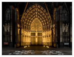 Cologne Cathedral, Holy Door (leo.roos) Tags: doors nachtopname nightshot longexposure colognecathedral klnerdom domvankeulen september2016 a7rii voigtlanderheliarhyperwide10mmf56e darosa leoroos