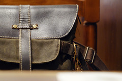 愛用 (萬名 游鯏(ヨロズナ) / Yorozuna) Tags: 鞄 カバン bag purse リュック rucksack sack リュックサック カラビナ carabiner 茶色 brown color 色 индустар2250mmf35 インダスター22