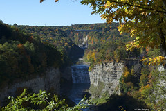 NS 28N from Inspiration Point (callduckfarm) Tags: ns8822 28n norfolksouthern ns dash940c ge940c gelocomotive ge portagevilleny southerntierline portagebridge middlefalls inspirationpoint letchworthstatepark geneseeriver fallfoliage fallcolors railroadtrestle trestle bridge railroadbridge train railroad westernnewyorkrailroads waterfalls