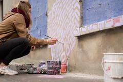 Peinture le mur (Yasmine Amedeo) Tags: banlieue paris mur peinture graffiti tag potsdepeinture violet fentre bton trottoir art artiste fille jeunefemme modle rue 93