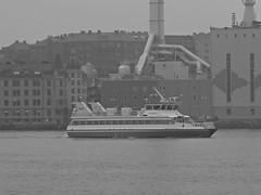 lv-Snabben 4 sedd frn Theres Svenssons gata i Lindholmen i Gteborg 2016 (biketommy999) Tags: lindholmen gteborg sverige sweden hisingen svartvitt blackandwhite biketommy biketommy999 2016 ferry frja