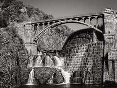Croton Gorge Park, Cortlandt, NY (SG Dorney) Tags: crotongorgepark crotondam dam bridge cortlandtny westchester westchestercounty bw