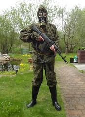 SAM_0502 (zeesenboot) Tags: camo camouflage gasmask wellies reenactment rubberboots gummistiefel airgun airrifle kalashnikov luftgewehr gasmaske tarnanzug kalaschnikow schutzmaske abcschutz