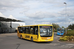 Skylink at East Midlands Airport (Moving Britain) Tags: ema kinchbus plaxtoncentro yn08cww