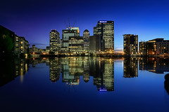 Blue Hour @ Canary Wharf (London) (Luca Libralato) Tags: england london skyline night reflections unitedkingdom clear financialdistrict bluehour canarywharf riflessi londra inghilterra waterscape canon1740 grattacieli orablu nd8filter longexposurestacking canoneos5dm3