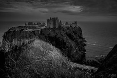 Dunottar Castle (Explore) (RVBO) Tags: ecosse scotland chateau nb bw