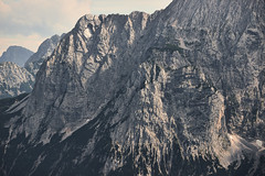 Alpine rock-faces (Frank van de Velde) Tags: bavaria germany bayern deutschland alp alps mountains landscape alpinelandscape landschaft ostalpen easternalps wetterstein wettersteingebirge limestonealps kalkalpen oberbayerischealpen garmischpartenkirchen