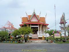 Temple work still being carried out at Wat Si Chan Tharam Moo 4, Ban Bang Pu, Samut Prakan,Province, Thailand. (samurai2565) Tags: samutprakan thailand bangpu watsichantharammoo4 banbangpu watratbamrungmoo1 banklongtachia tambonbangpu templesinsamutprakan sukhumvitroad