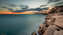 Sunset sur la Baie des Anges. (Dany-de-Nice) Tags: france alpesmaritimes 06 nice baiedesanges riviera poselongue longexposure mer sea mditerrane borddemer seaside cte cote coast digue dike bloc block briselames breakwater ciel sky nuage nuages cloud clouds coucherdesoleil soleilcouchant sunset crpuscule twilight couleur colour color 6d 1635mm nd1000