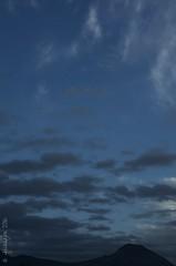 La maana, uno de los momentos que ms me gusta del da. (jeckafou) Tags: sunrise manana amanecer cerromanquehue santiago chile nubes cielo dawn silouettes silhouette siluetas high contrast contraste primavera spring