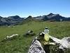 Kraneburger mit Multivitamintablette und Buttermilch-Zitrone-Müsliriegel bei Rast auf dem Augstenberg (Liechtenstein) (multipel_bleiben) Tags: essen picknick alkoholfrei getränk müsli fertigprodukt