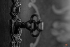 turn the key and find... (Ntino Photography) Tags: key keyhole blackandwhite door canoneos5dmarkiii tamronspaf90mmf28dimacro macrophotography indoors bronze monochrome dusty rusty athens greece attica